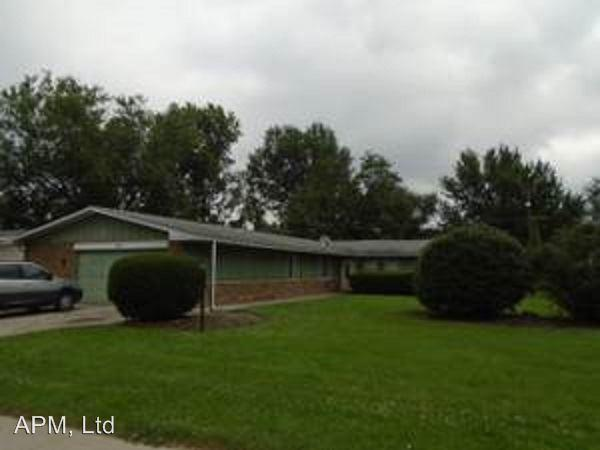 1202 Lake Forest Dr B photo #1