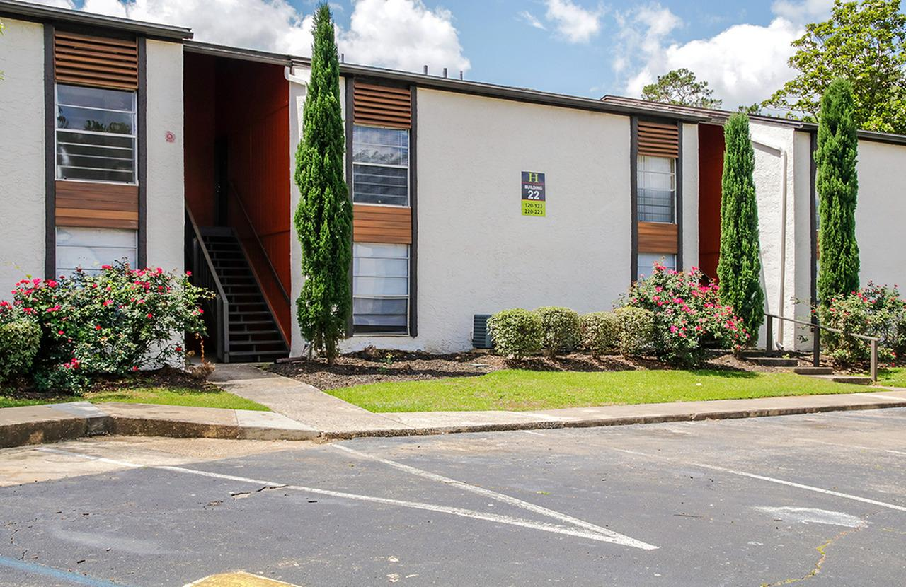 One Bedroom Apartments Tallahassee The Hub At Tallahassee Apartments Tallahassee Fl Walk Score