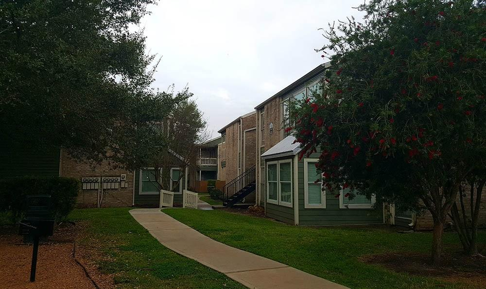 Apartments On Fondren And West Airport