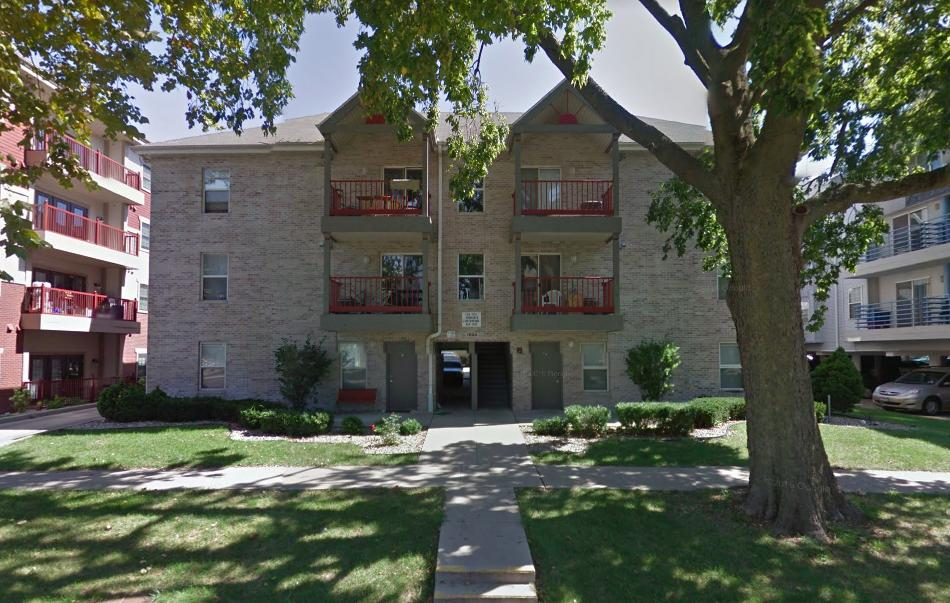 Apartment for rent in Champaign. Offstreet parking! Apartments photo #1