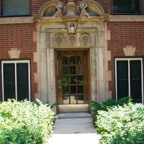 510 West Addison Street photo #1