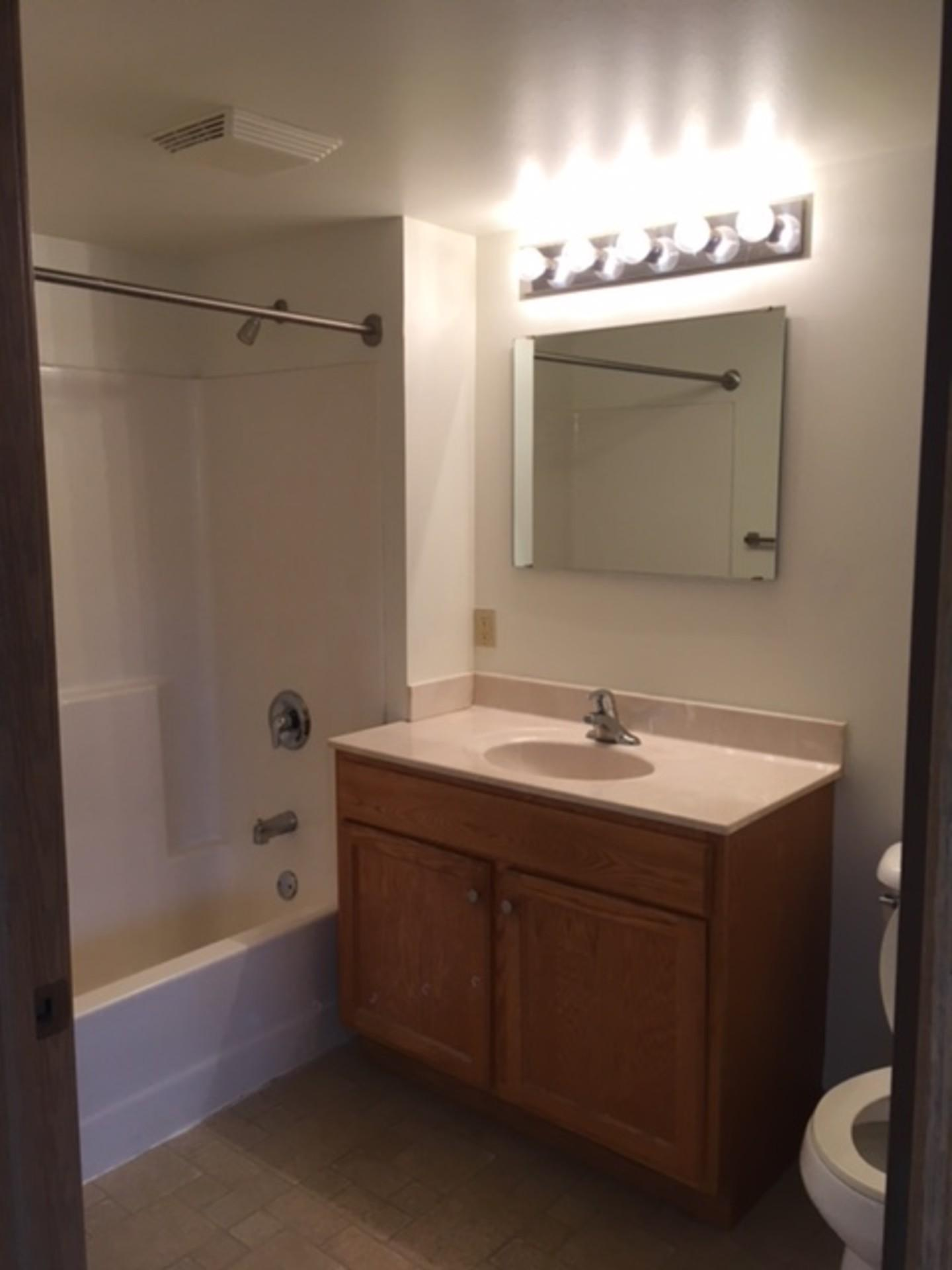 Great Modern Apartment! Excellent Value. (MKE) $725 1bd 775ft 2