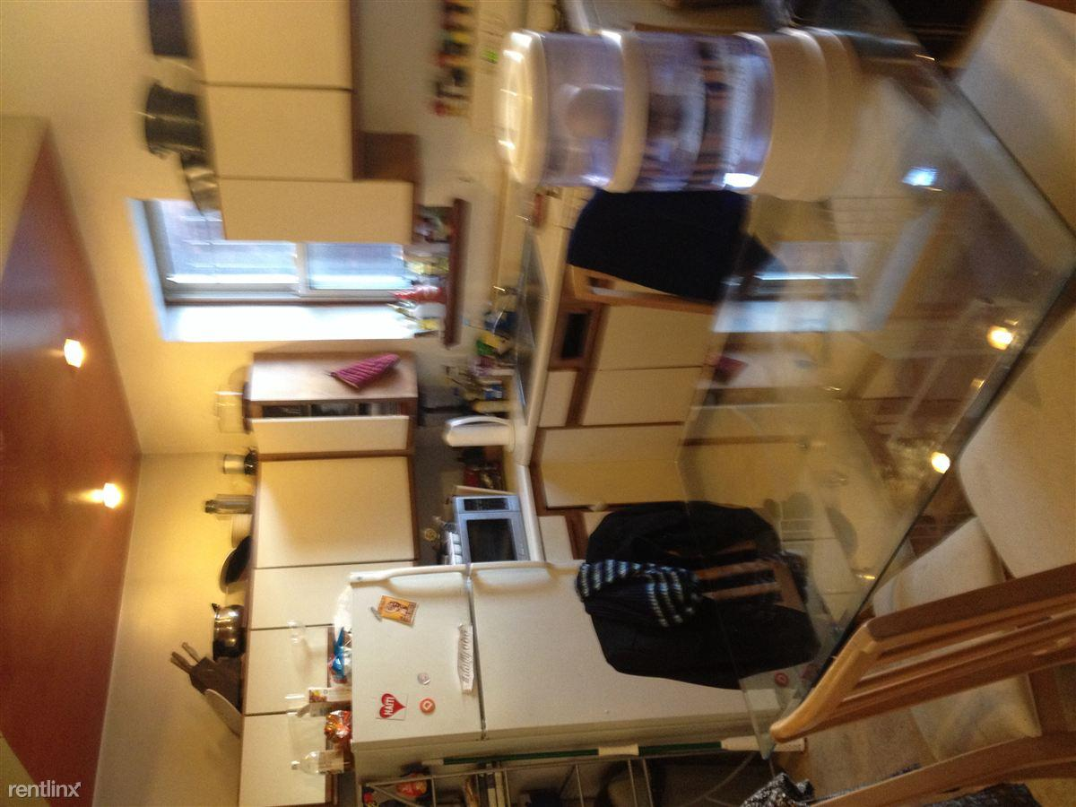 666 W Forest Ave Apt 2 photo #1