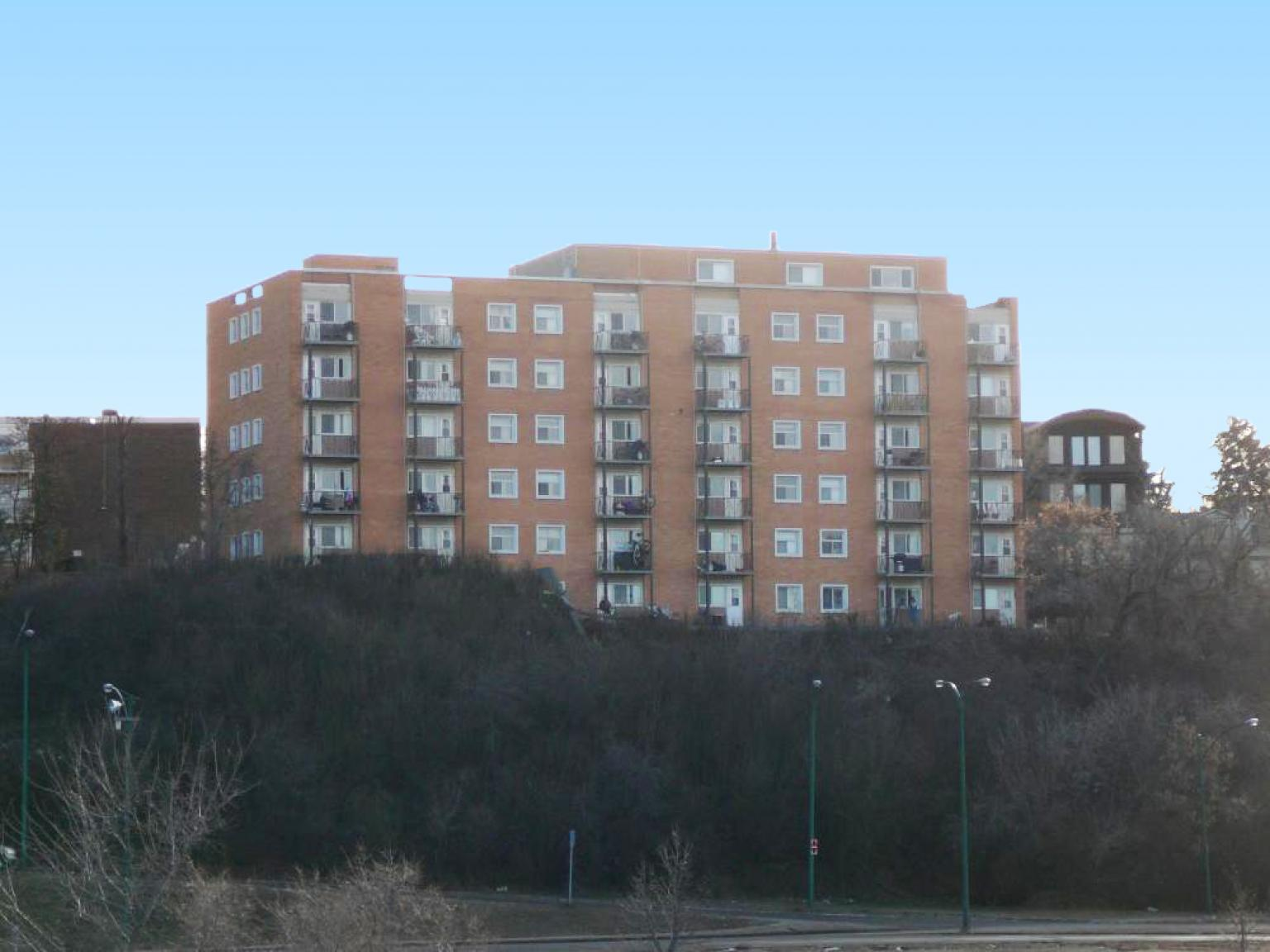 Crescent Towers Apartments photo #1