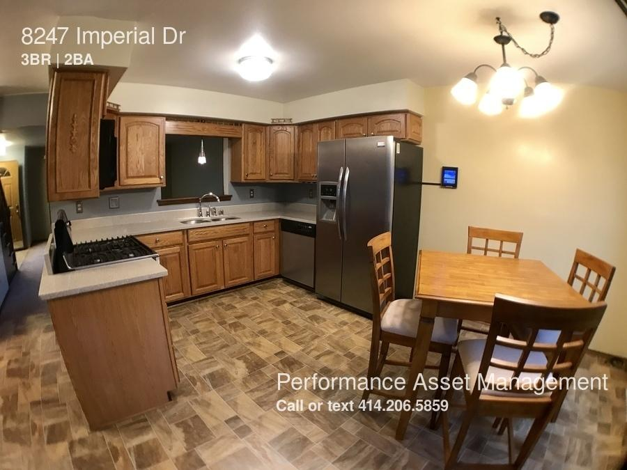 8247 Imperial Dr photo #1