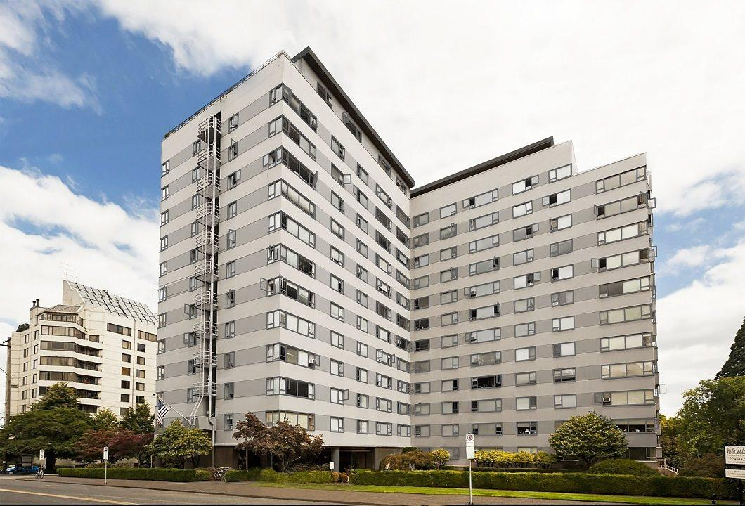 Located in Portland's beautiful King's Hill district. Apartments photo #1