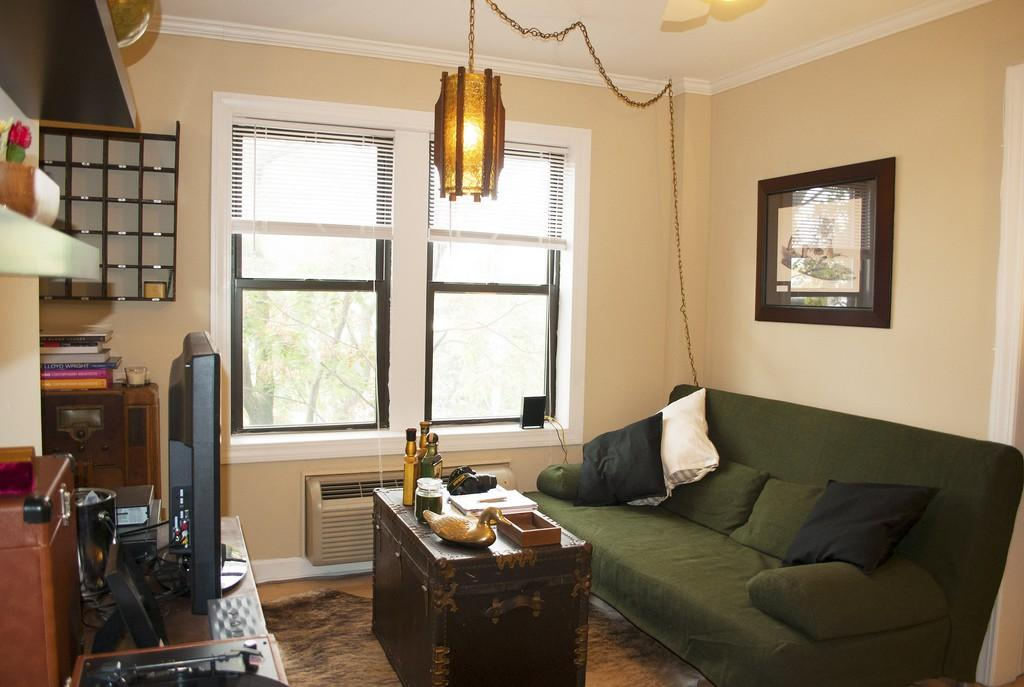$1,145 / Studio - Great Deal. MUST SEE. Parking Available! photo #1