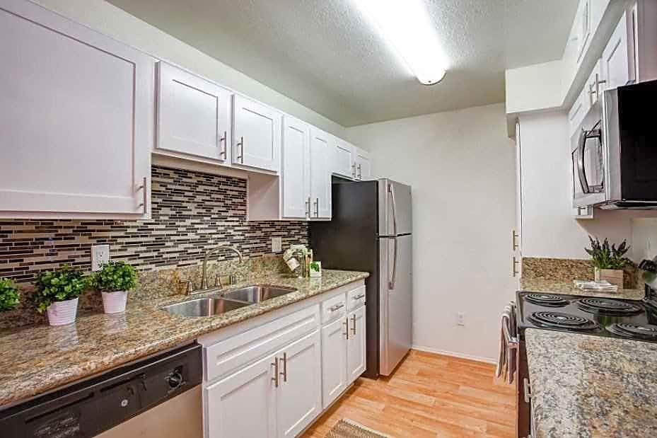 Landing Furnished Apartment Waterstone Alta Loma Apartments photo #1