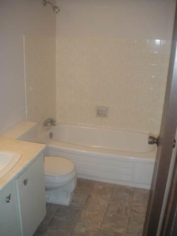FANTASTIC MOVING ALLOWANCE! 2 BEDROOM TOWN HOME IN WEST END