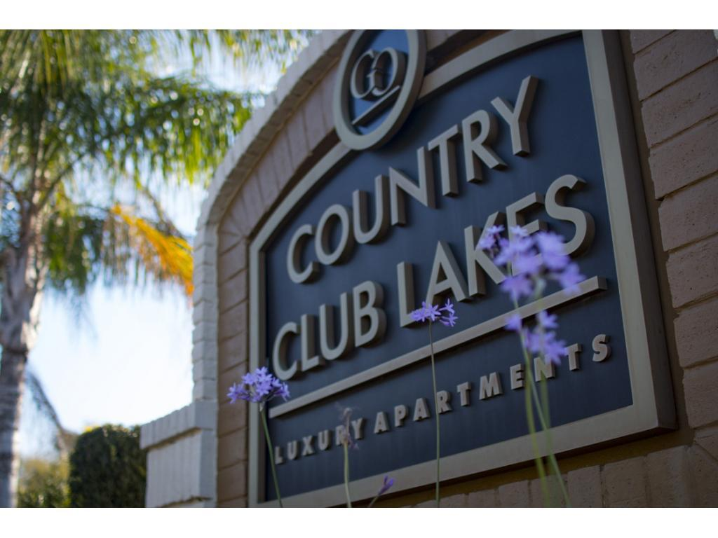 Country Club Lakes Apartments photo #1