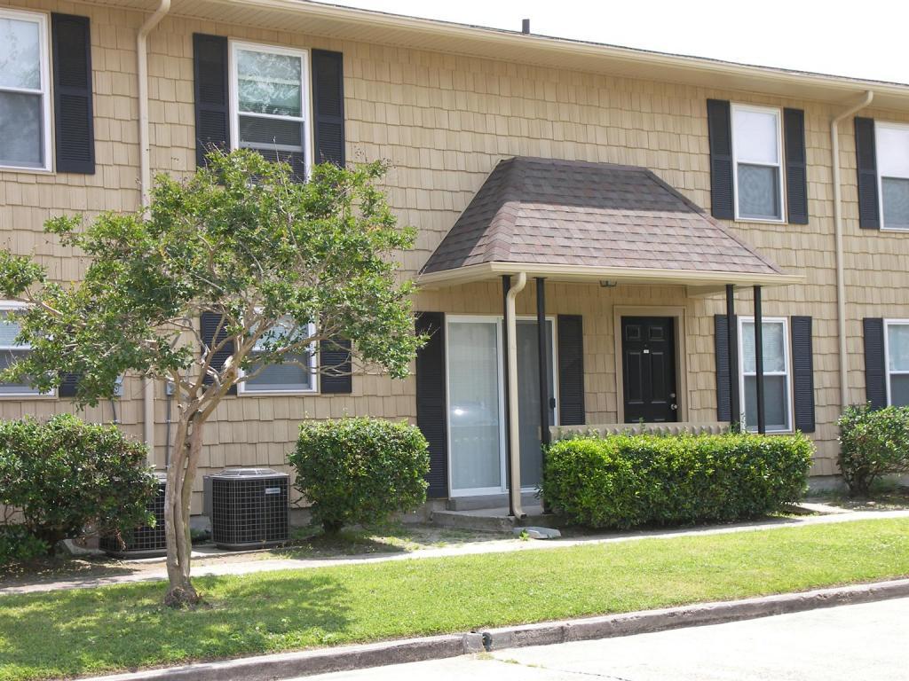Baywood Apartments photo #1