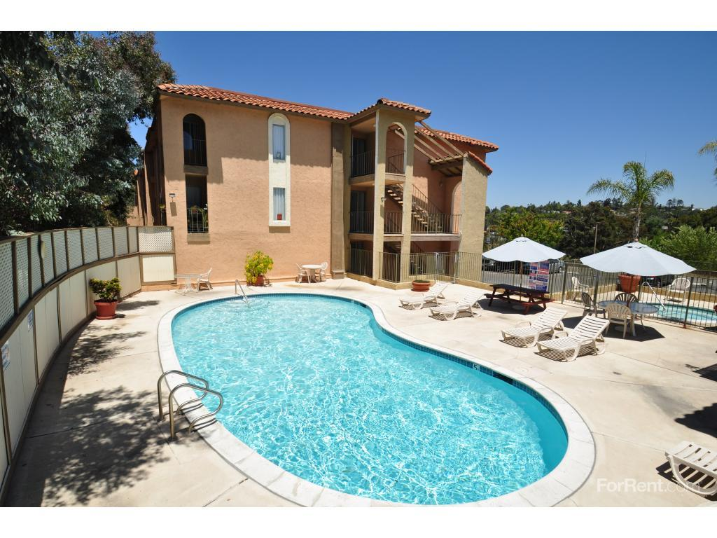 Chateau Spring Hill Apartments photo #1