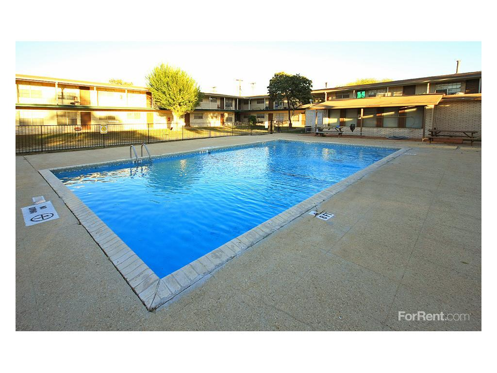 Crestwood Apartments photo #1