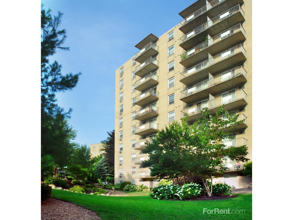 200 West Apartments photo #1