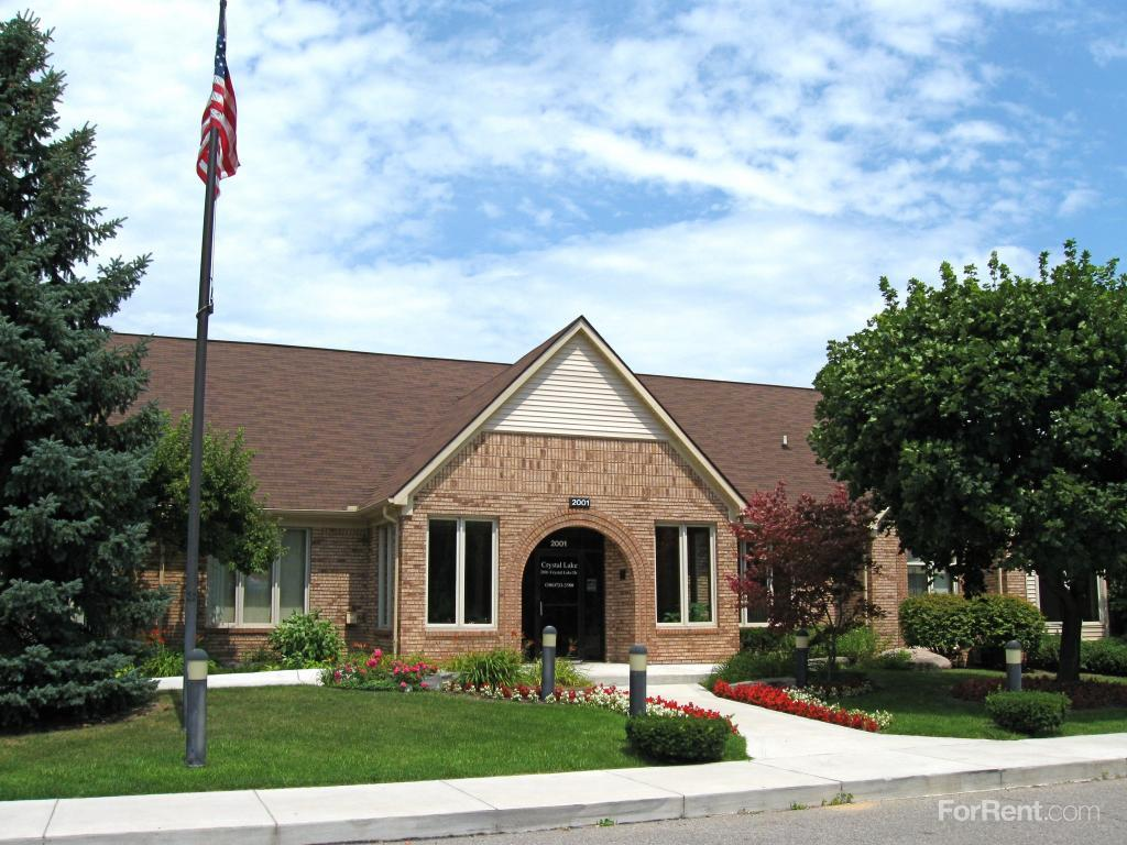 Crystal Lake Apartments Shelby Twp