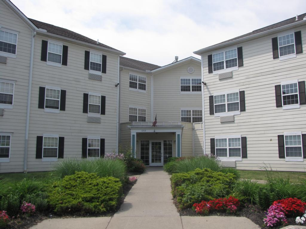 Swan Cove Apartments photo #1