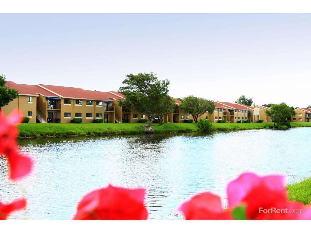 Cutler Riverside Apartments photo #1