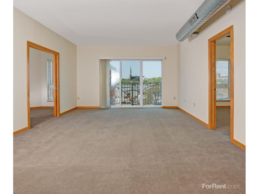 Park east enterprise apartments milwaukee wi walk score for Milwaukee 3 bedroom apartments