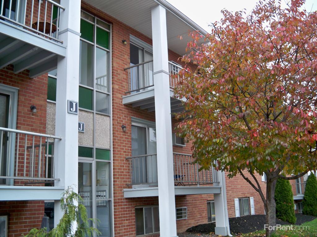Belmont Village Apartments photo #1