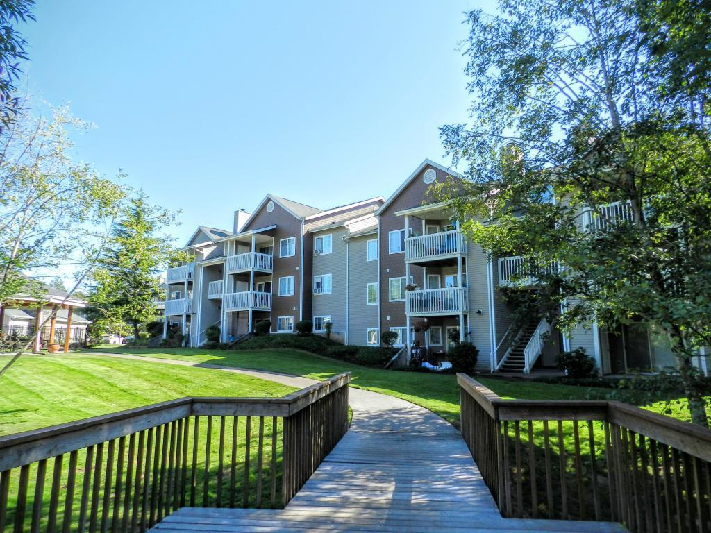 Park Creek Village Apartments photo #1