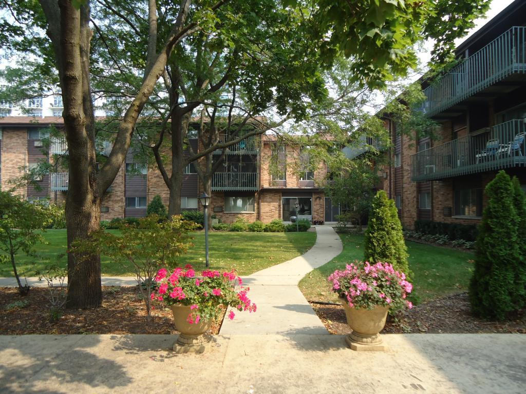 juneau village garden apartments milwaukee wi walk score