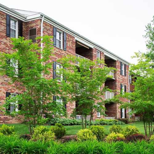photo of University Square Apartments at 157 Westway Greenbelt MD 20770