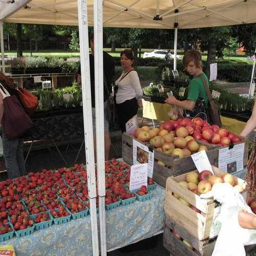 photo of Bloomingdale Farmers Market at 102 R Street Northwest Washington DC 20001