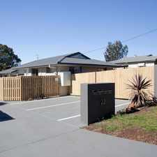 Rental info for Offering a weeks free rent!! Modern unit with large yard rare find in Newtown! in the North Toowoomba area