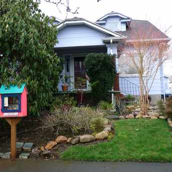 Photo of Little Free Library #5016 in Overlook, Portland