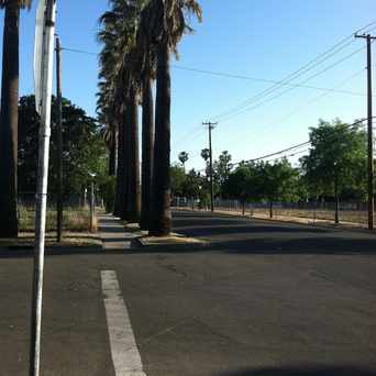 Photo of 34TH ST & 1ST AVE (SB) in North Oak Park, Sacramento