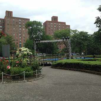Photo of Metropolitan Oval in Parkchester, New York