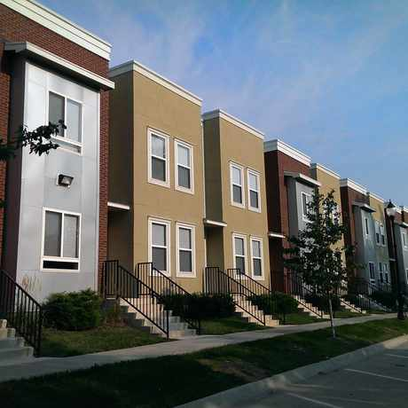 Photo of College Hill Apartments in Topeka