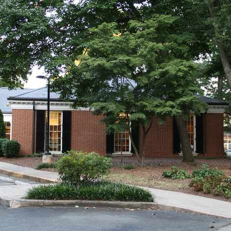 Photo of Charlotte Mecklenburg Library - Myers Park in Myers Park, Charlotte