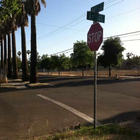 Photo of 34TH ST & 1ST AVE (SB) in North Oak Park, Sacramento