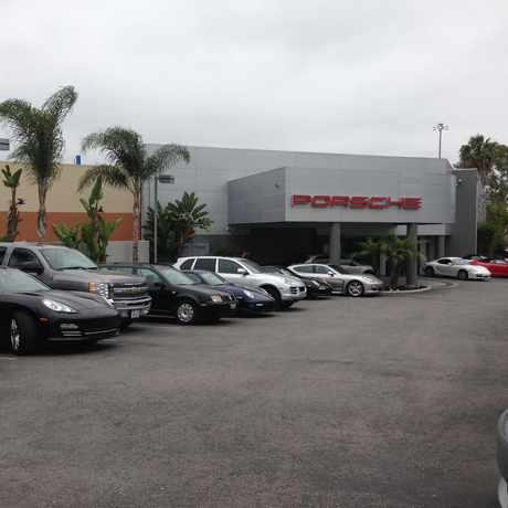 Photo of Circle Porsche in Traffic Circle, Long Beach
