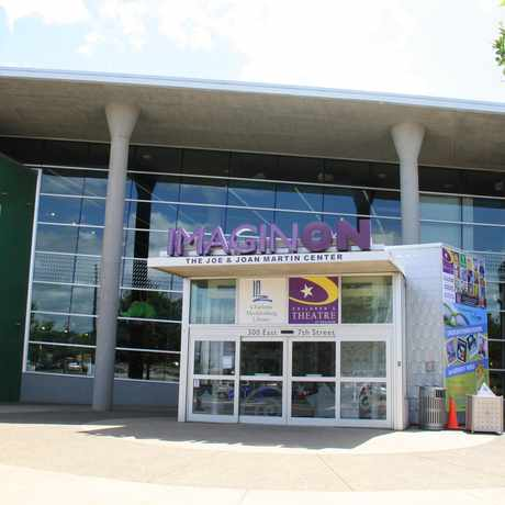Photo of Imaginon Branch Library in Charlotte