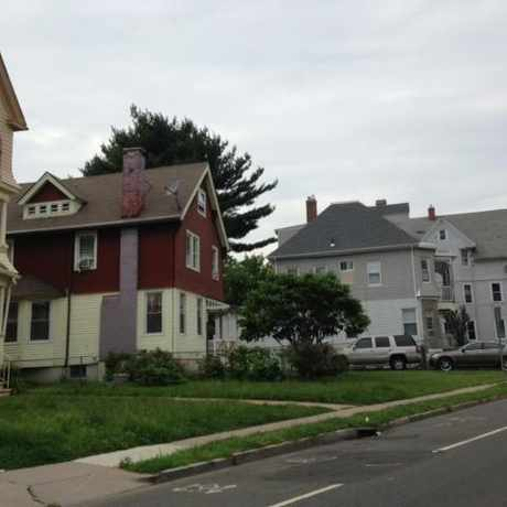 Photo of Neighborhood in Barry Square, Hartford