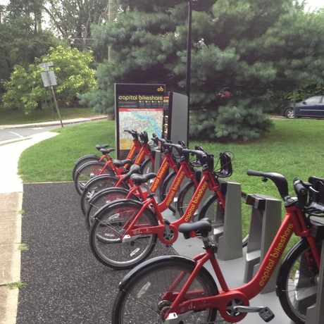Photo of Capital Bikeshare: N Veitch & 20th St N in North Highland, Arlington