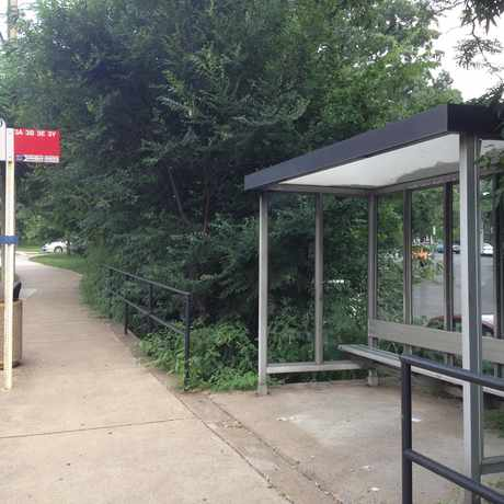 Photo of Bus Stop: Lee Highway in Lyon Village, Arlington
